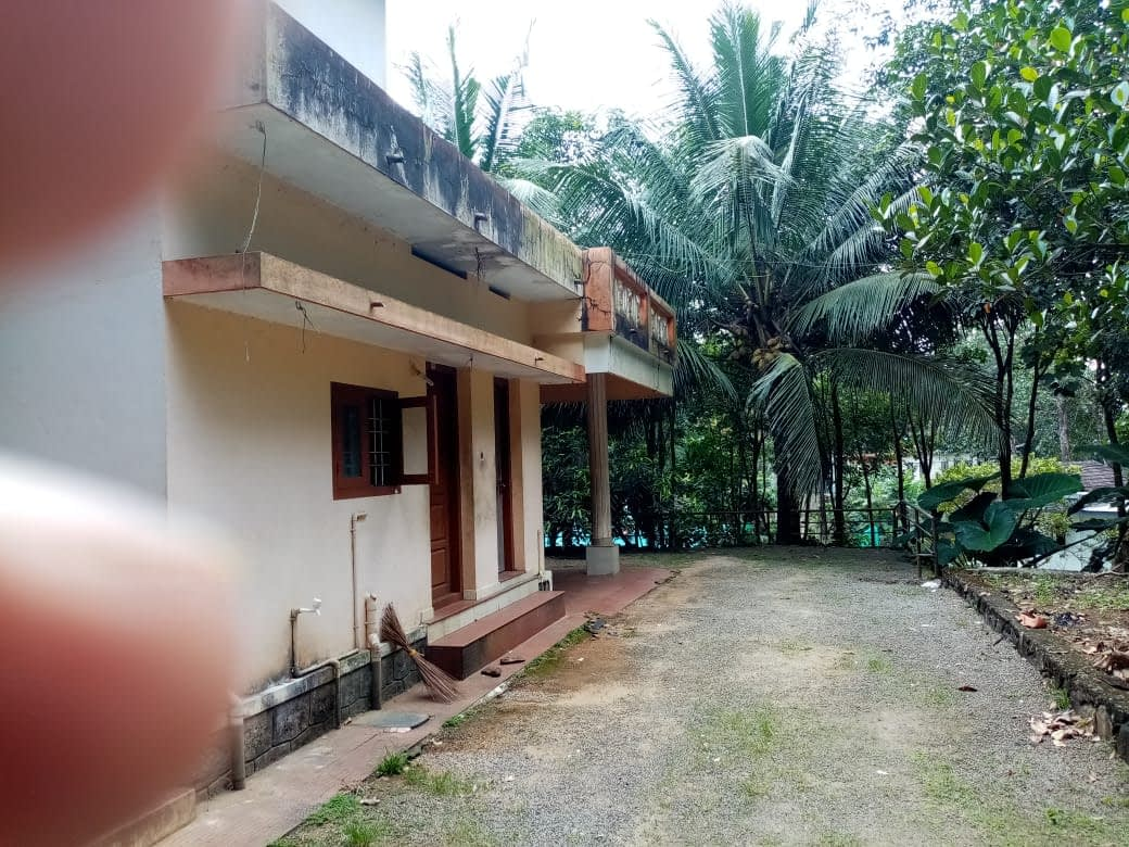 4 Acres of rubber estate with 1700 sq. ft. house for sale near Kurumannu, Palai, Kottayam Dist.