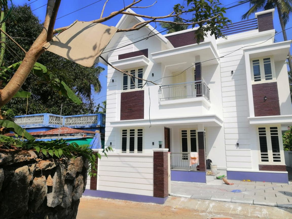 3bhk semi furnished house for sale in Nellikunnu, Thrissur